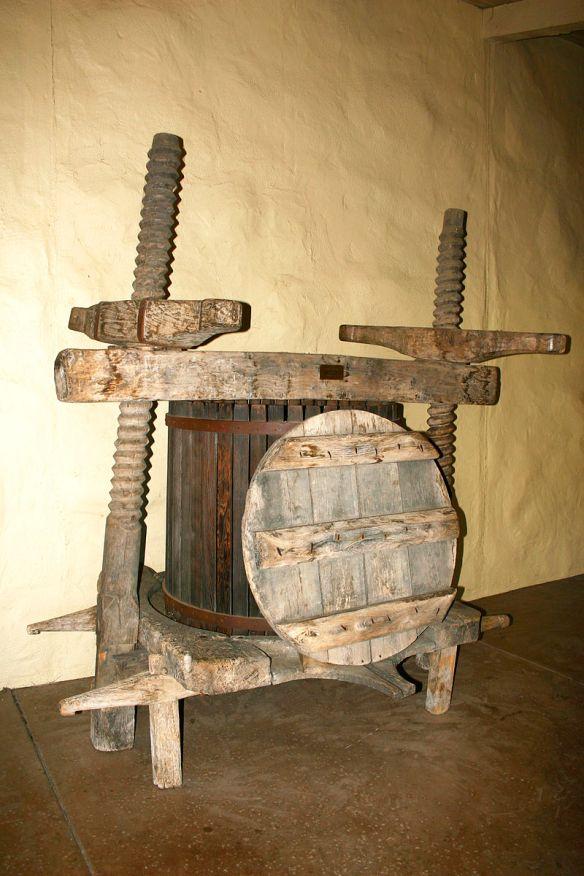 Wine_press_from_16th_century