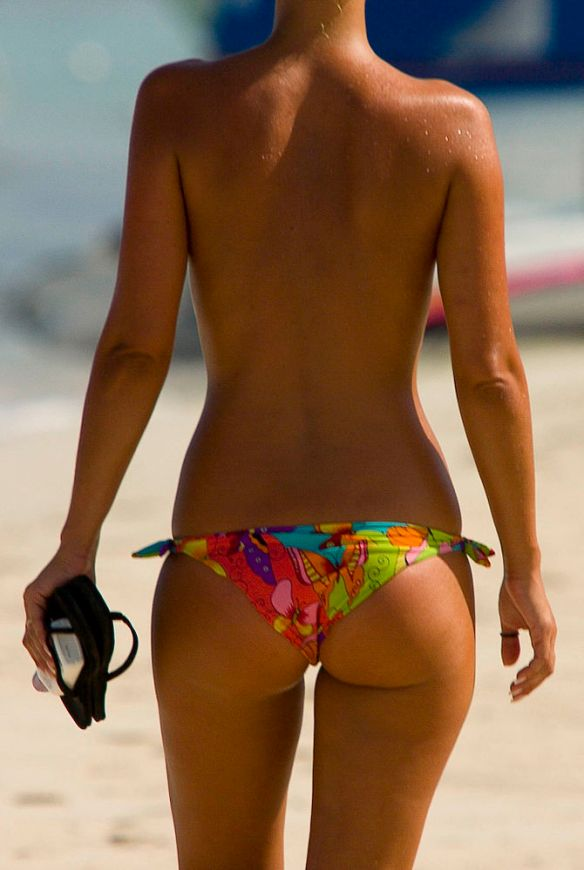 670px-a_woman_with_a_suntan_wearing_a_bikini_1