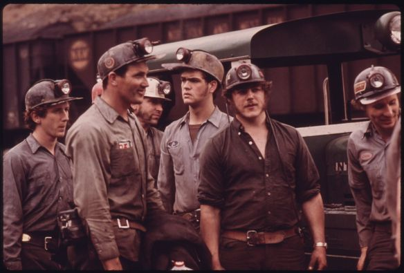 GROUP_OF_MINERS_WAITING_TO_GO_TO_WORK_ON_THE_4_P.M._TO_MIDNIGHT_SHIFT_AT_THE_VIRGINIA-POCAHONTAS_COAL_COMPANY_MINE_^4..._-_NARA_-_556348