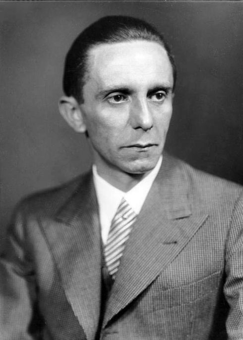 490px-Bundesarchiv_Bild_146-1968-101-20A,_Joseph_Goebbels
