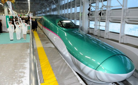 todays-fastest-bullet-train-called-the-hayabusa-has-a-maximum-operating-speed-of-199-mph