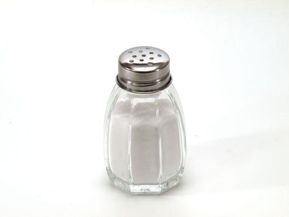 Salt_shaker_on_white_background.jpg