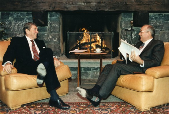 Reagan_and_Gorbachev_hold_discussions.jpg