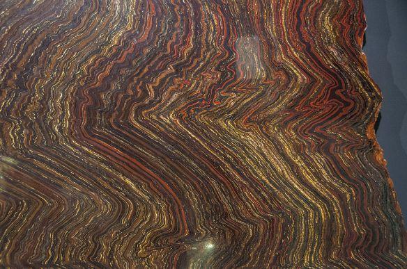 Jasperlite_(iron_formation)_Melbourne_Museum.jpg