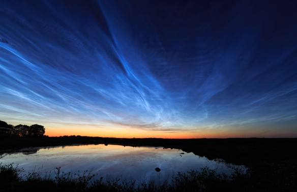 Noctilucent_clouds_over_Uppsala,_Sweden.jpg