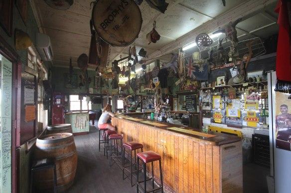 2880px-Cracow_Hotel_Pub_Bar_2.jpg