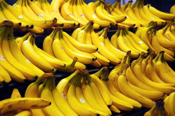 1024px-Bananas.jpg
