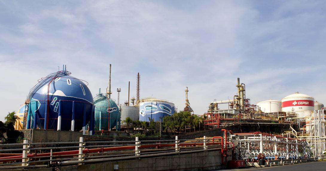 Tenerife_refinería.jpg